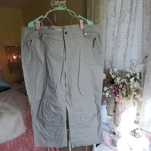 Khaki capri length pants with zipper pockets